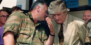 à gauche: Radko Mladic à droite: Radovan Karadzic