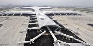la folie des grandeurs! L'aéroport est aujourd'hui abandonné!